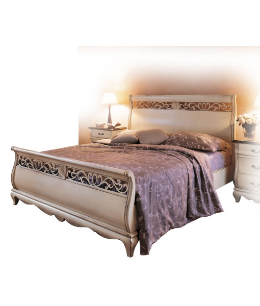 Lacquered double bed with carvings. Sku. AF-1001