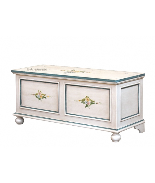 Decorated storage chest in wood. Sku e0531