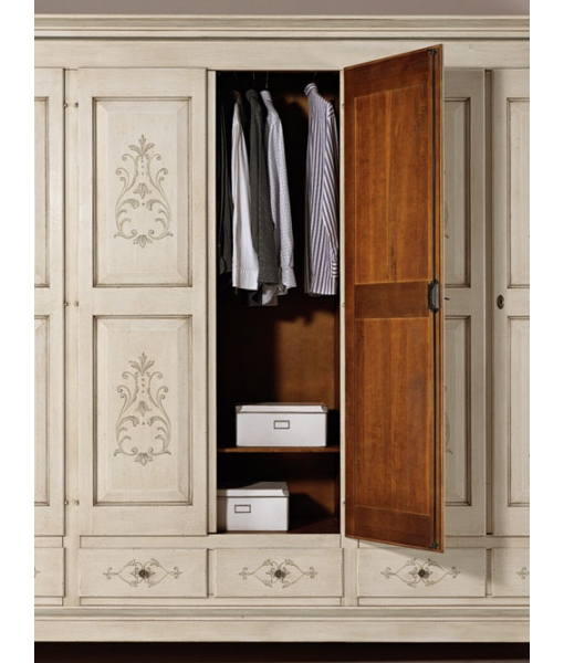 decorated wardrobe in solid wood, wooden wardrobe, classic wardrobe, classic furniture, bedroom furniture in wood, handcrafted wardrobe